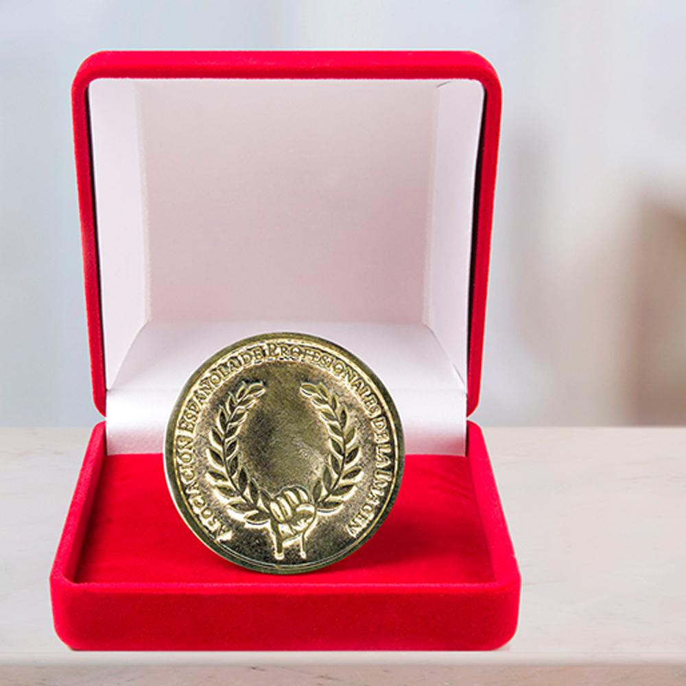 HYD, luxury and elegance in pantyhose, receives the Medalla de Oro a la Imagen